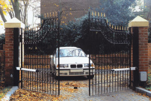 Automatic gates with swing gate motors